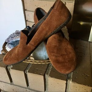 MERRELL SIZE 11 brown suede loafers.